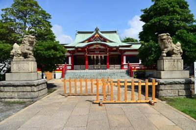 潮田神社本殿と狛犬