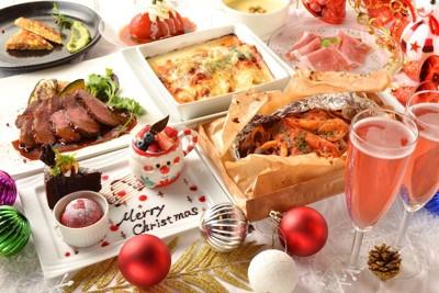テーブルに並べられたクリスマスの料理