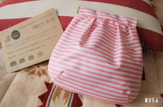ピンクのポーチと説明書の写真