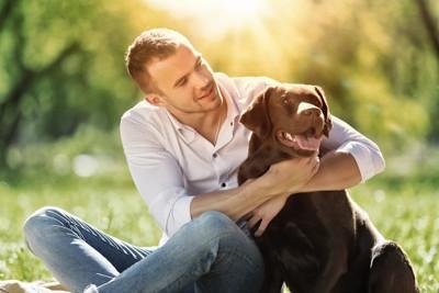 男性と愛犬