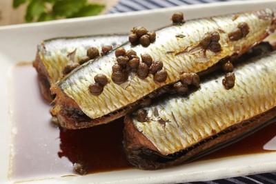 煮魚と山椒の実