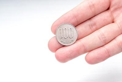 手のひらの100円玉