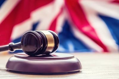イギリス国旗と裁判官のガベル