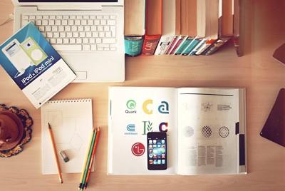 筆記用具とパソコン