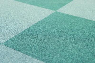 緑のタイルカーペット