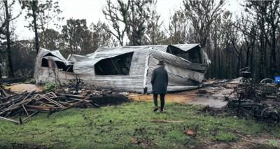 焼け落ちた家