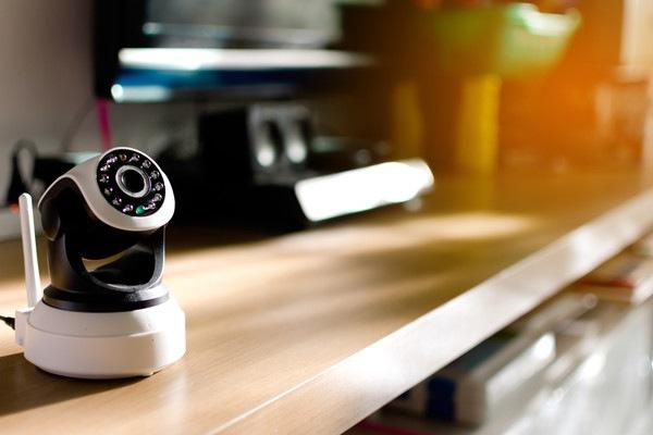 机の上に設置されたペットカメラ
