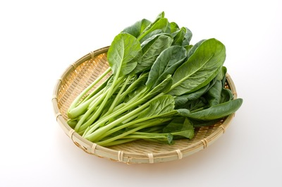 カゴに置かれた小松菜