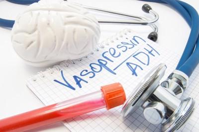 聴診器とバソプレシンの文字