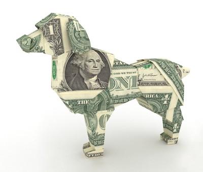 お札でつくった犬の形のオブジェ