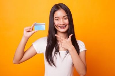 ポイントカードと女性
