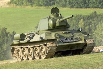 芝の上を走る戦車