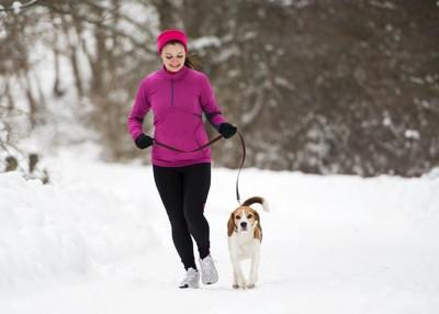 雪の中のマラソン