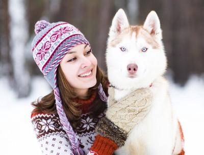 アルビノ犬と飼い主