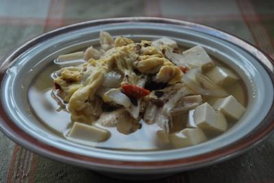 お皿に盛り付けたスープ