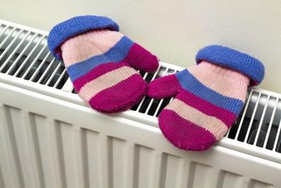 暖房で乾かしている手袋