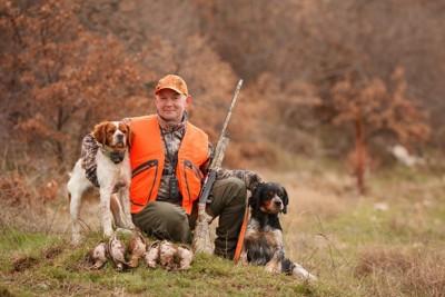 猟師と2頭の猟犬