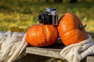 ハロウィンのかぼちゃとカメラ