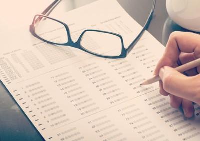 テスト用紙と眼鏡