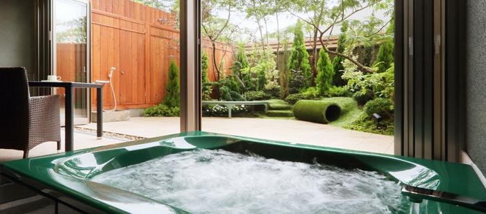 お風呂と専用庭の写真@ご・遊庭