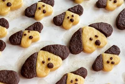 犬の形をしたクッキー