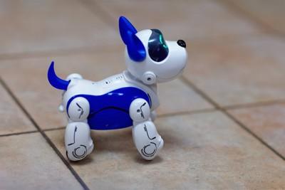 おもちゃのロボット犬