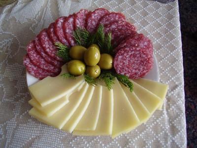 チーズと輪切りソーセージ