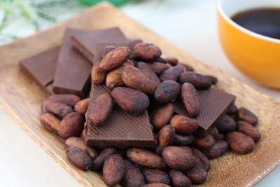 カカオ豆とチョコレートとコーヒー