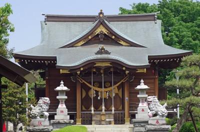 神社の正面にある狛犬