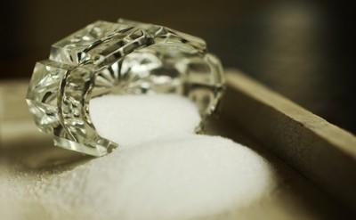 塩とガラスの器