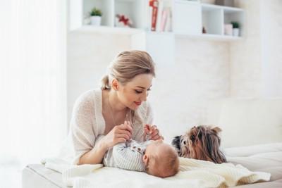 ママ・赤ちゃん・犬