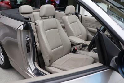 オープンカーの座席