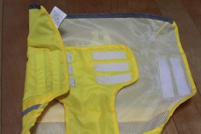 黄レインコート腹と背中部分