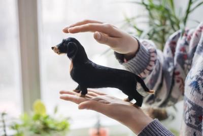 小さい犬の置物