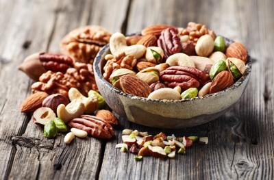 色々な種類のナッツ