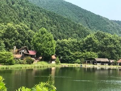 池と施設全景