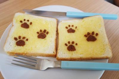 犬の足形付きのパン