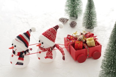 クリスマスの置き物、ツリーと雪だるま