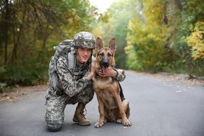兵士と軍用犬