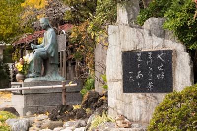小林一茶の銅像