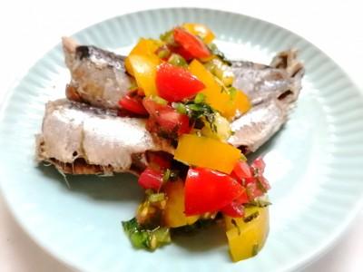 お皿の鰯と夏野菜