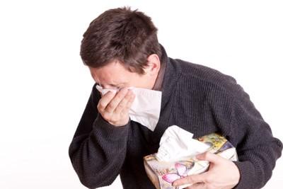 犬アレルギーの症状で苦しむ人