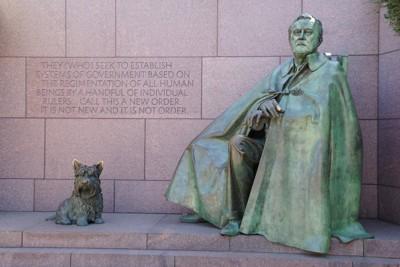 ルーズベルト大統領と愛犬ファラの銅像