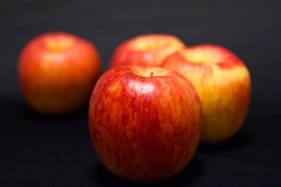 りんご バック黒