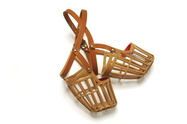 メッシュ型の2つの口輪