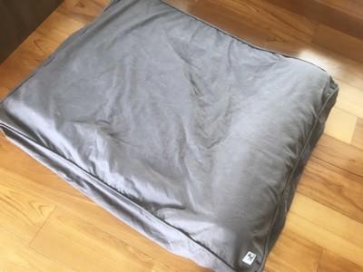 我が家は以前から使用していた犬ベッドを中に