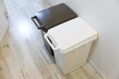 蓋つきのゴミ箱