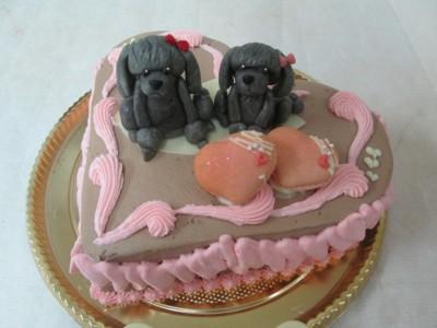 トイプーの乗ったハート型ケーキ
