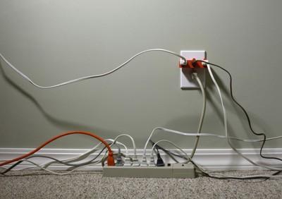 犬のイラストの電気プラグ