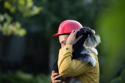 非常時に救助される犬
